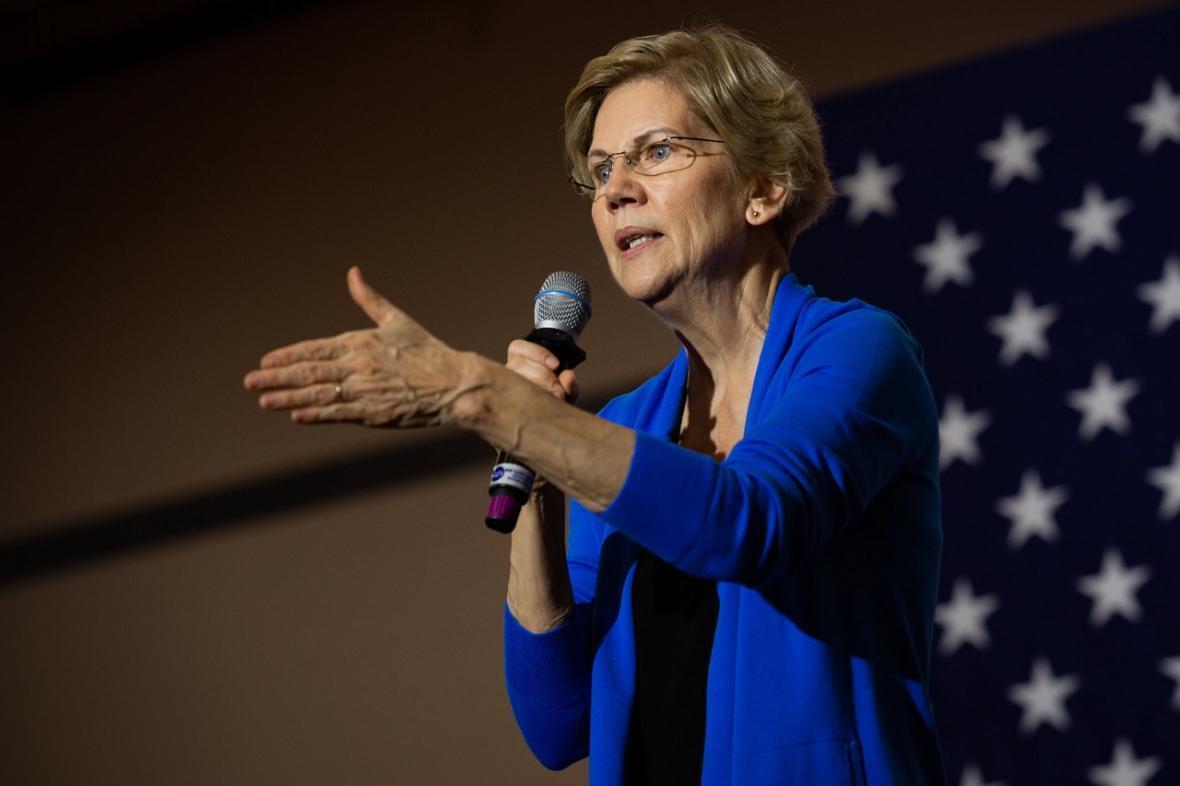 الیزابت وارن از اخراج بازرس کل وزارت خارجه آمریکا انتقاد کرد